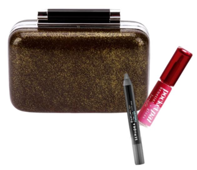 feb5ea96d Para poder llevar todo el maquillaje necesario en un clutch, no hay nada  mejor que optar por las mini-tallas de productos de belleza.