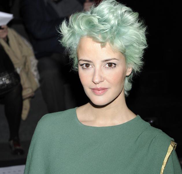 La cantante Vega, se atreve con el pelo verde y nos deja ...