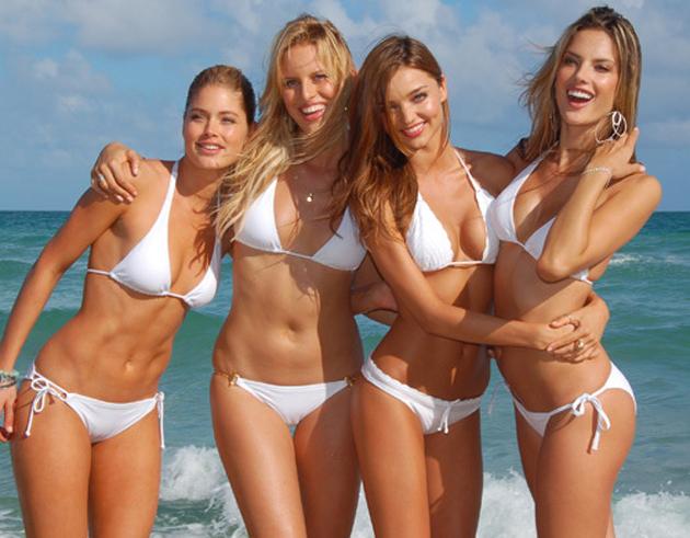 Increíble: la modelo Karolina Kurkova no tiene ombligo