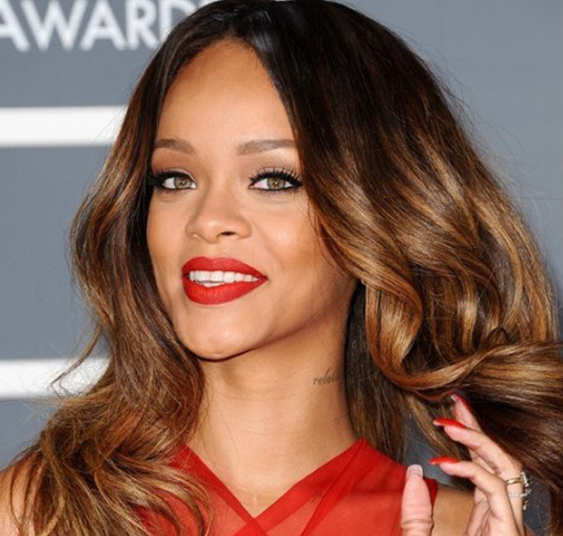 M 225 S Detalles De Rihanna Y Su Labial Riri Woo Para Mac