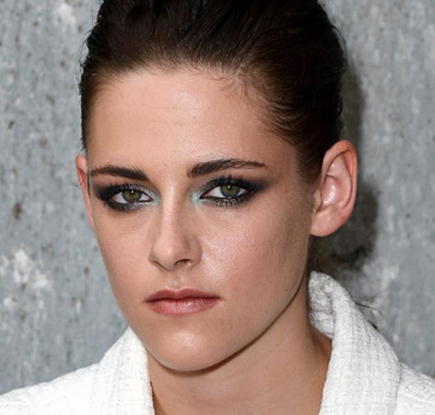 Kristen Stewart con un maquillaje espectacular en el desfile de Chanel
