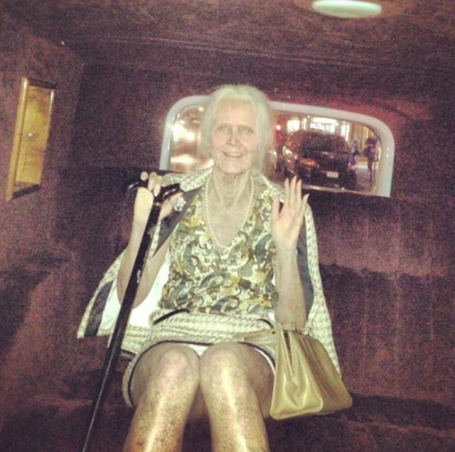 Heidi Klum disfrazada de vieja en Halloween