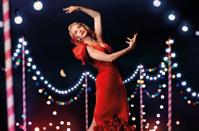 Uma Thurman vestida de flamenca por Vicky Martin en el Calendario Campari