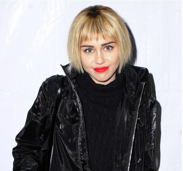 Miley Cyrus luce melena, en su nuevo look