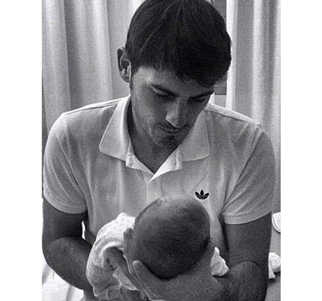 Primera foto del hijo de Sara Carbonero e Íker Casillas