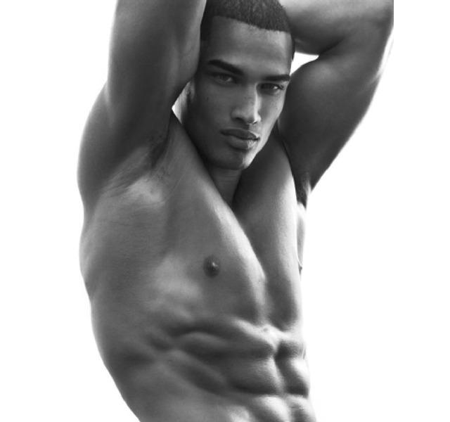 Rob Evans desnudo, el novio de Tyra Banks