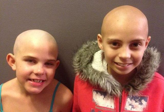 Expulsan a una niña por raparse el pelo en solidaridad con su amigo