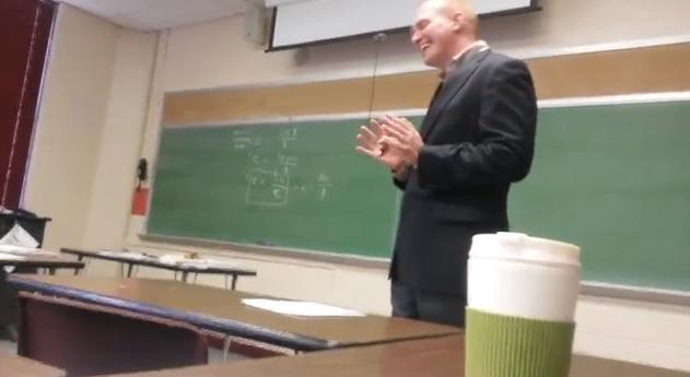 Le gastan una broma a su profesor que no olvidará en su vida