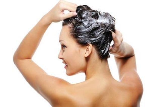 Acondicionador antes del champú contra el pelo fino