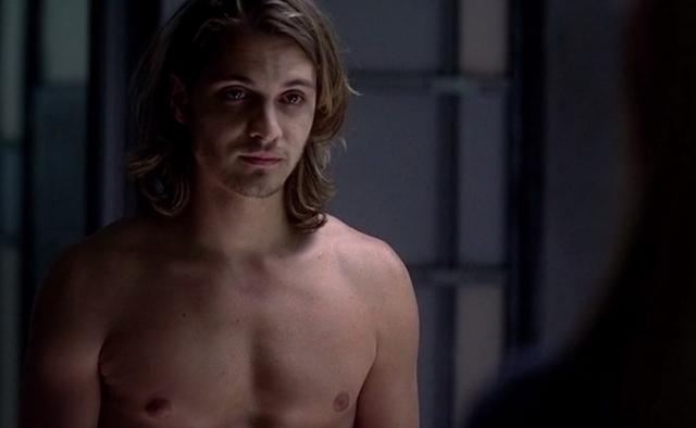Luke Grimes Desnudo