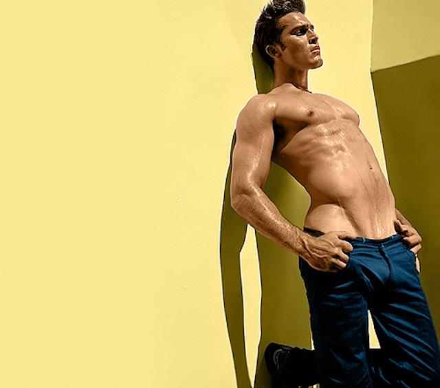 Tyler Hoechlin desnudo
