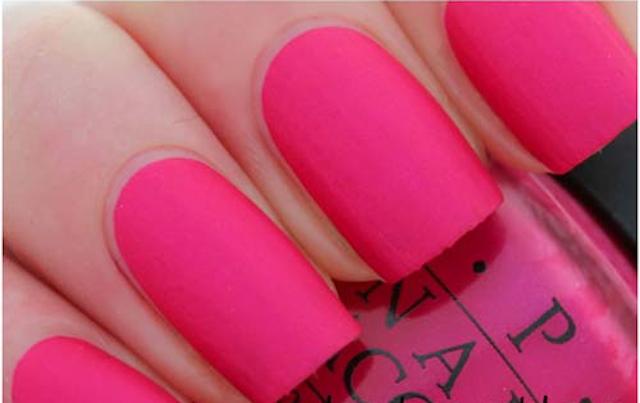 Manicura mate en rosa
