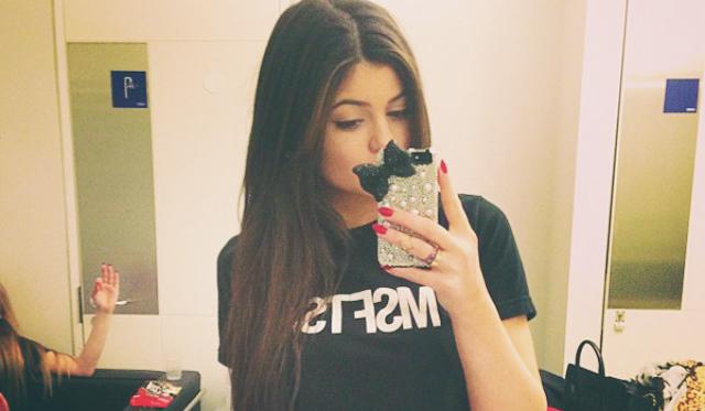 La culpa de los complejos de las mujeres la tienen los selfies de sus amigas.