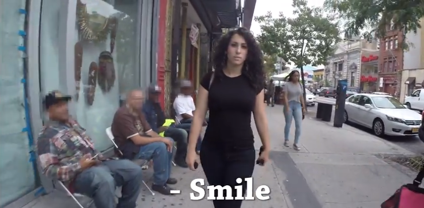 Denuncia el acoso a las mujeres en Nueva York y la amenazan con violarla