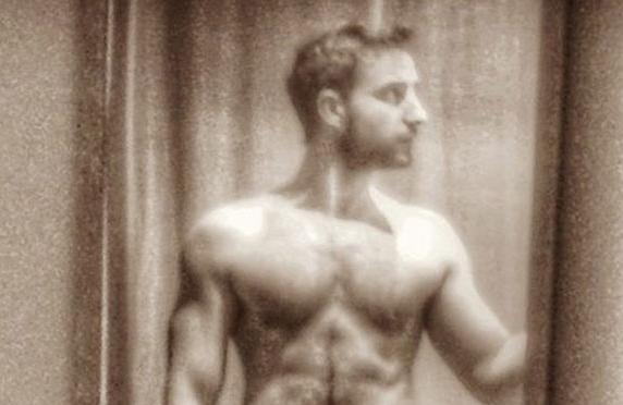 """Dani Rovira desnudo y presumiendo de """"sentirse bien por dentro y por fuera"""""""