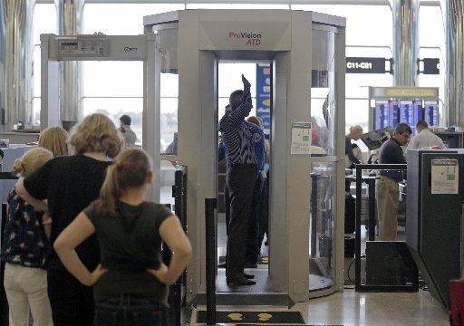Muere una mujer al pasar por el escáner del aeropuerto