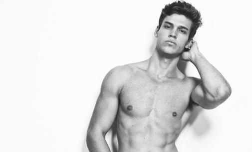 Gabriel Loureiro desnudo: la boca más deseada de Calvin Klein