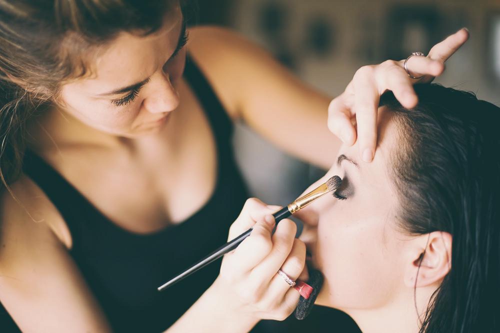 De la pasarela a la calle: trucos de maquillaje profesionales que puedes utilizar en casa.