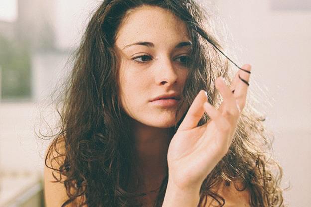 ¿Tu pelo se rompe? Sigue estos consejos básicos para mantenerlo fuerte