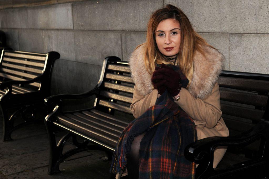 Un mendigo le ofrece 4 euros para un taxi y ella lo recompensa con 12.000