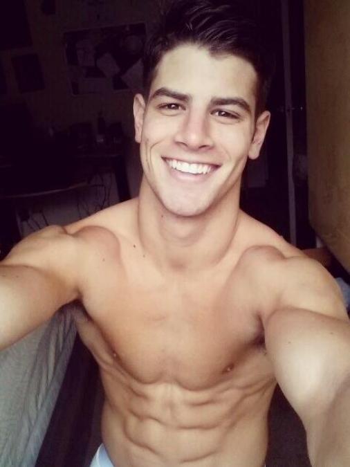 Franky Cammarata desnudo: un californiano con encanto italiano