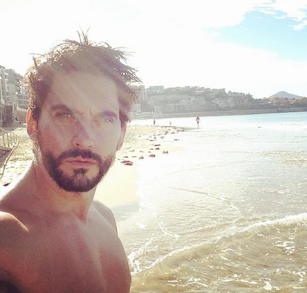 Paco León desnudo integral en Instagram