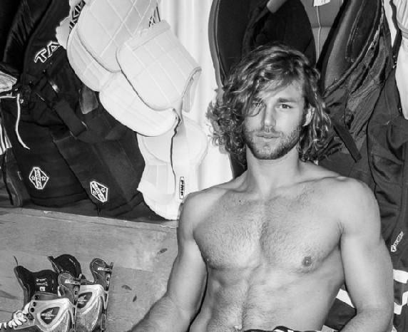 Cole Monahan desnudo nos pone y mucho
