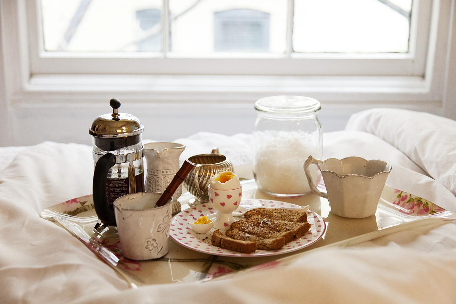 Dispara a su novio por llevarle el desayuno a la cama