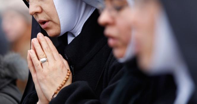 Una monja acude a urgencias por dolor de estómago y descubre que está embarazada