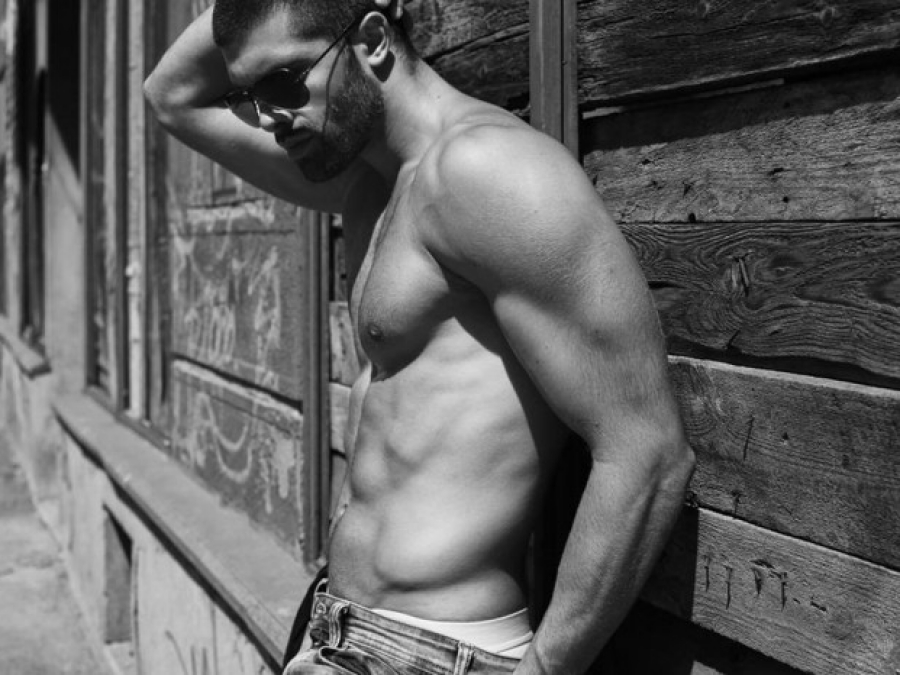 Tonci Tomic desnudo: máxima masculinidad desde los Balcanes