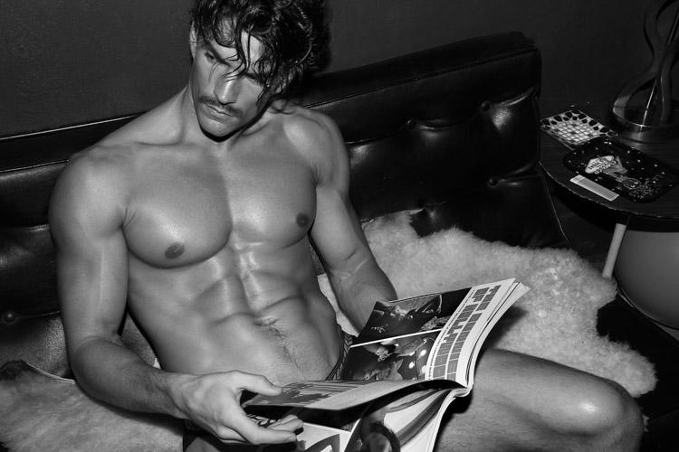 David Sanz desnudo: virilidad y belleza