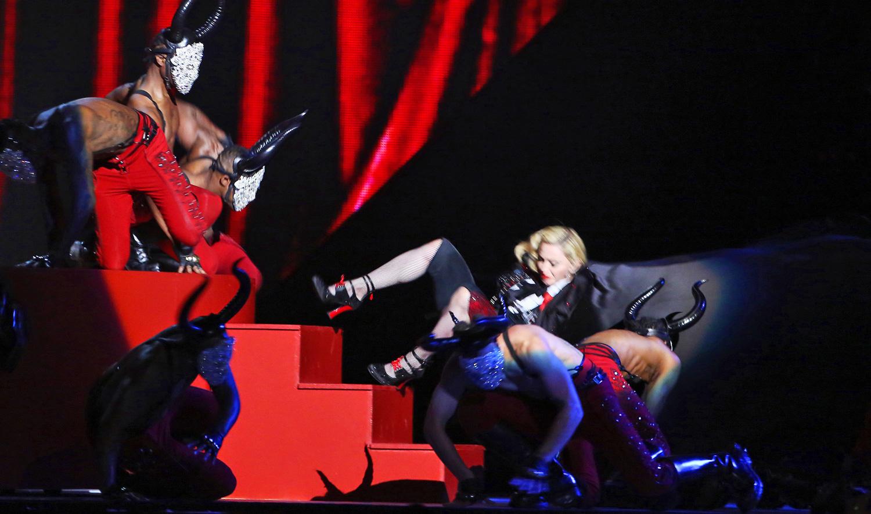 La caída de Madonna en los Brit Awards