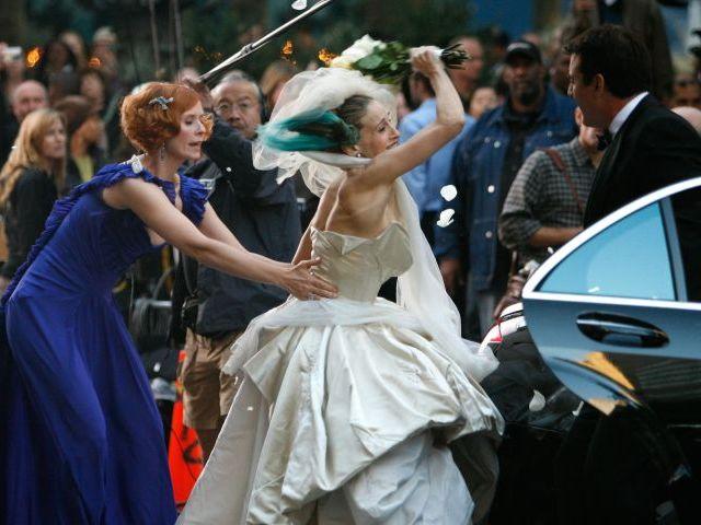Su novio sufre un ataque de epilepsia en la boda y se casa con un invitado