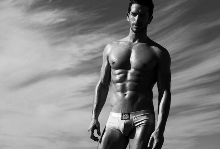 Oliver Baggerman desnudo: vuelve el supermodelo