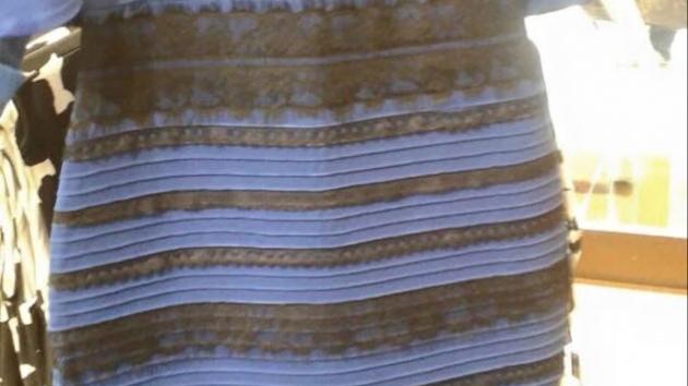 ¡Alucina con el vestido que cambia de color! ¿De qué color lo ves?