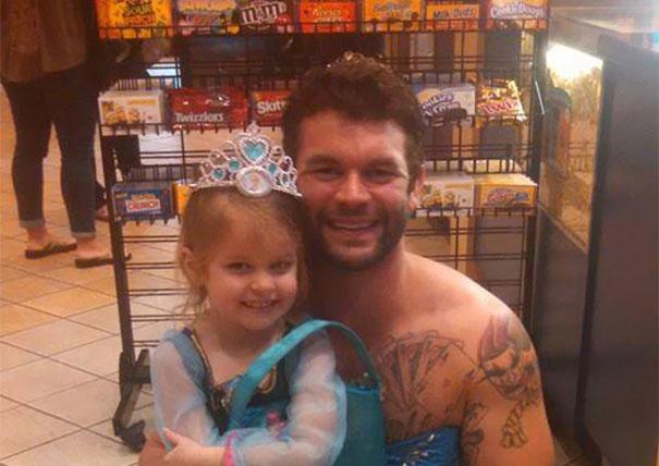 Esto es lo mejor que puede hacer un tío para acompañar a su sobrina a ver La Cenicienta