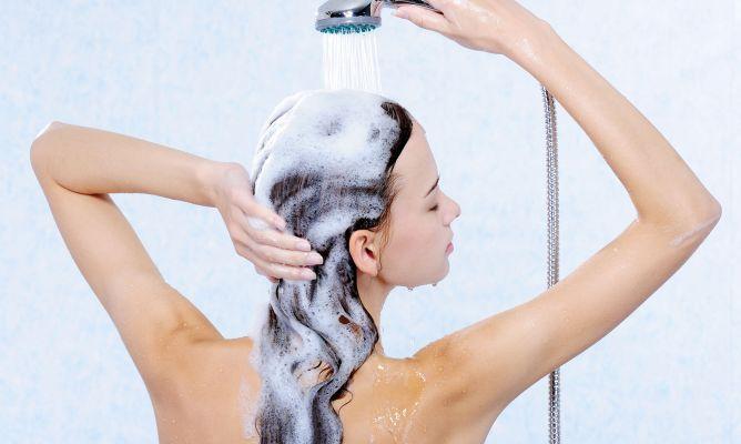 Así es como no hay que lavarse nunca el pelo