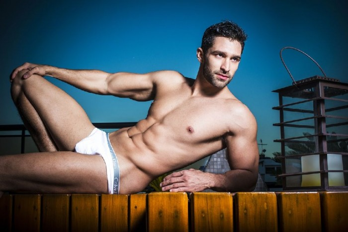 Jonathan Dobal desnudo: el ingeniero sexy