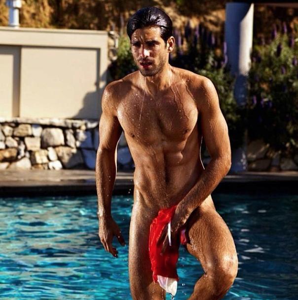 Rubén Cortada desnudo para animarnos a ver El Príncipe