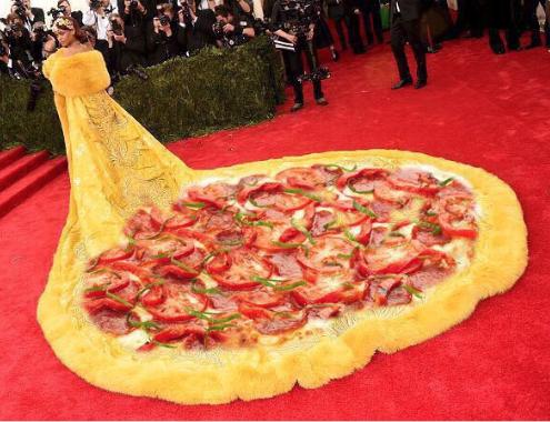 Las mejores bromas sobre el vestido de Rihanna en la Gala MET 2015