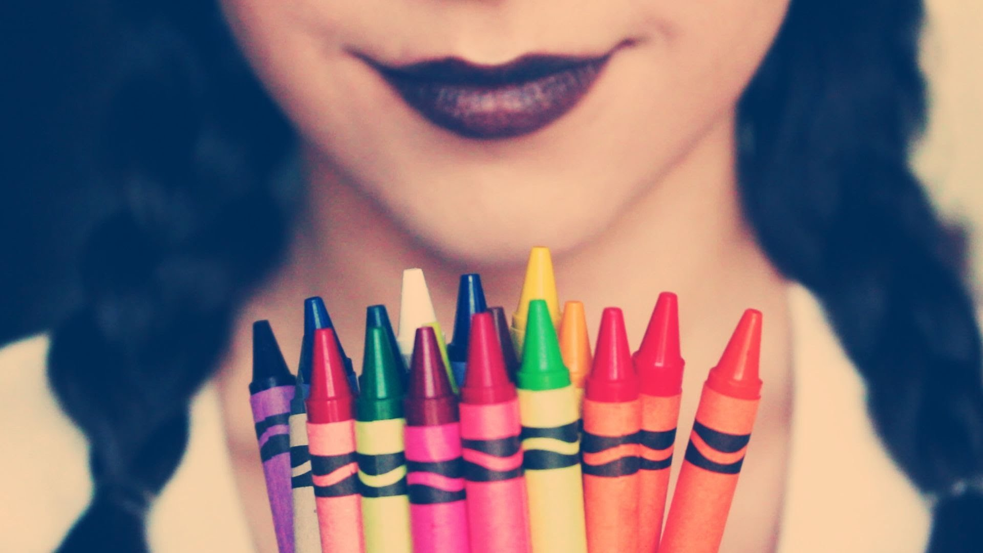 La peligrosa moda de maquillarse con lápices de colores