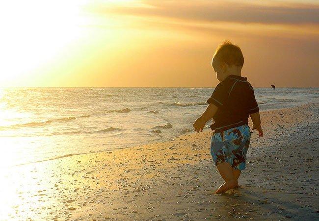 Un bebé de 10 meses... ¡olvidado en el mar!