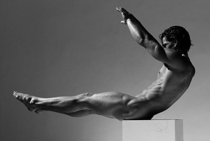 Las postales en blanco y negro de Logan Swiecki-Taylor desnudo integral