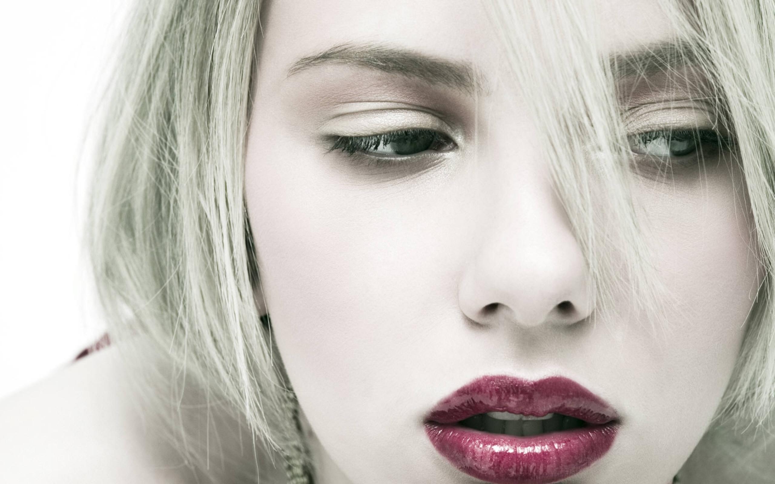 Los medios de las arrugas alrededor de los ojos hasta 30 años