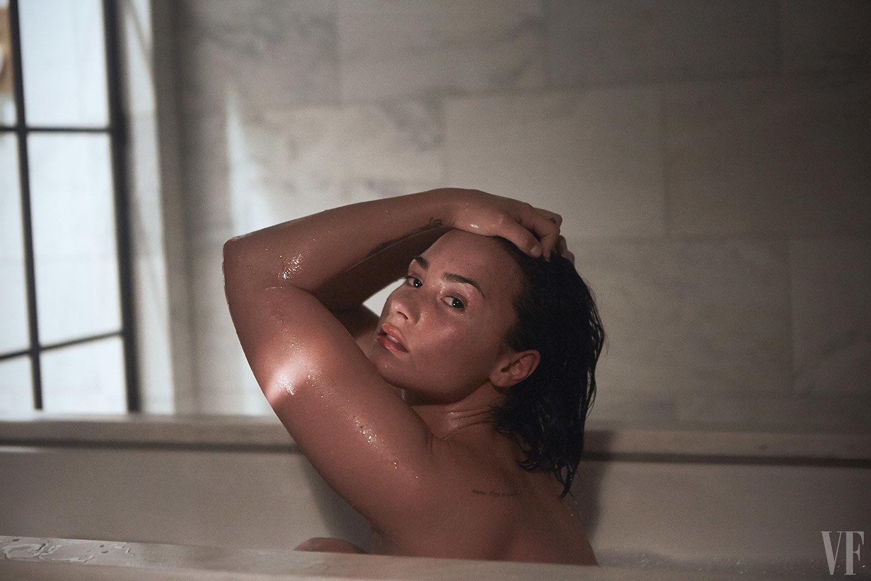 Así es Demi Lovato desnuda, sin maquillaje y sin Photoshop
