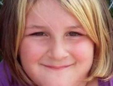 Un niño de 11 años dispara a una compañera de 8 por no enseñarle a su perrito