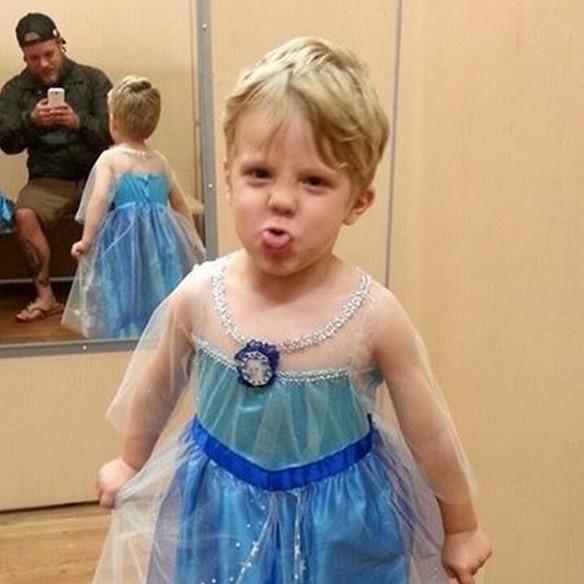 Este niño disfrazado Elsa, de 'Frozen', consquista internet