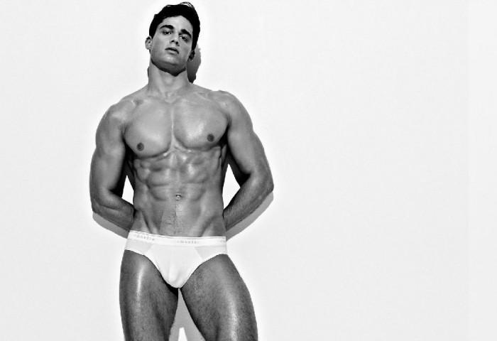 Vuelve Pietro Boselli desnudo