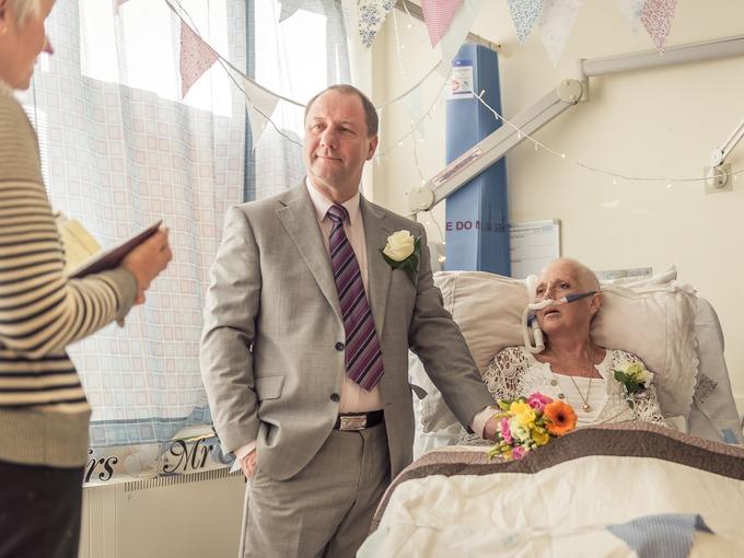 Le regala una boda sorpresa poco antes de su muerte