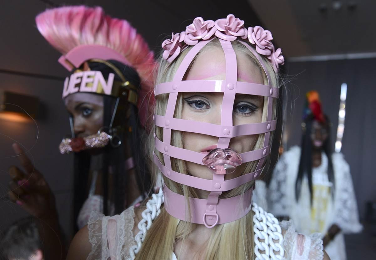 Los 15 momentos más bizarros de las pasarelas de moda